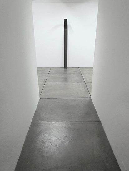 Marco, madera y grafito 190cm x 15cm x 3cm 2012.