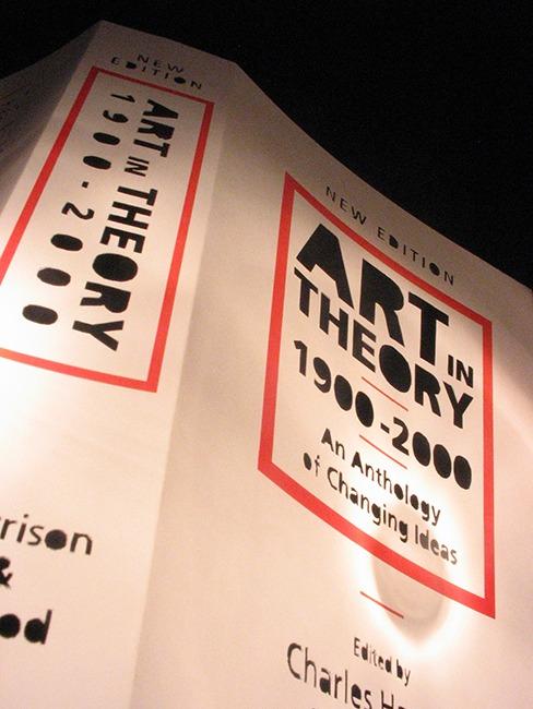 Art IN Theory, Instalación, papel y linternas. 4m x 4m, 2006.