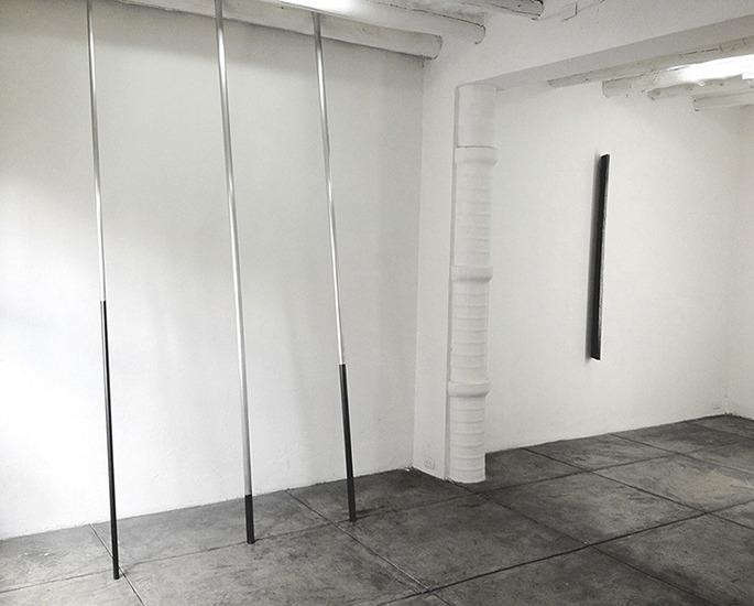 Vara, aluminio y grafito, 300cm ø 3.75cm, 300cm ø 3.75cm 300cm ø 2.5cm. 2012