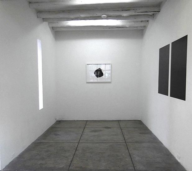 Panel, grafito y papel 100cm x 70cm c/u 2012. y Piedra, grafito y papel 70cm x 50cm 2012.