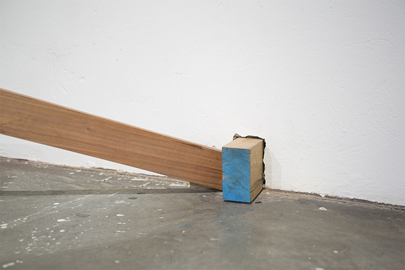 Llanta de carga  35 65–33, grafito y madera. 220cm Ø x 90cm, sección transversal 500cm x 10cm x 5cm, 2013