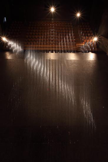 Traino (remolque), alambre de acero y madera (550cmx20cmx20cm), 50mx50m, 2014.