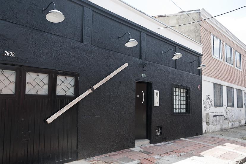 Fachada Instituto de Visión y Santiago Reyes Villaveces, Trenza, madera y alambre de acero, 545 x 300 x 450cm, 2015