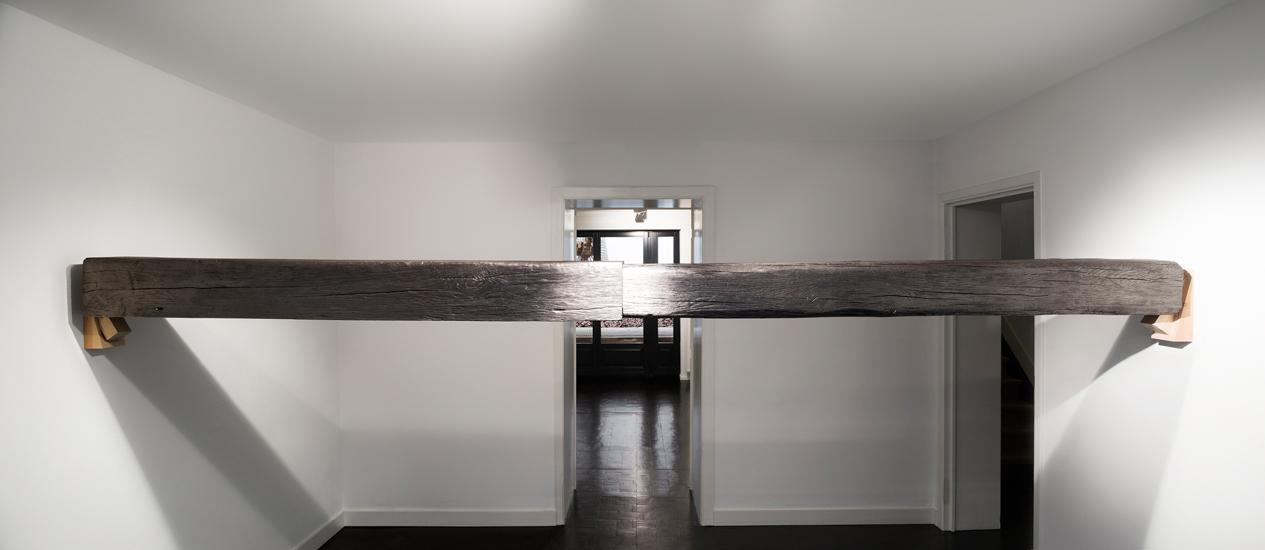 Horizontal, 2016, graphite, wood, 385 x 20 x 20 cm Photo: Renato Ghiazza