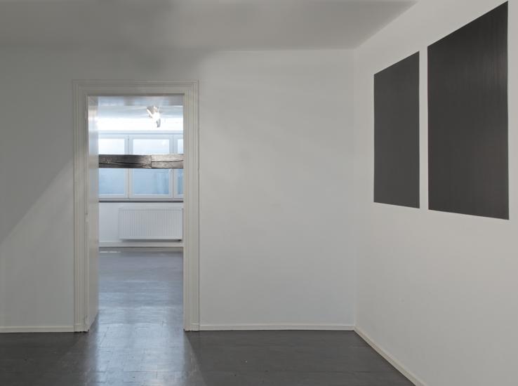 Horizontal, 2016, graphite, wood, 385 x 20 x 20 cm