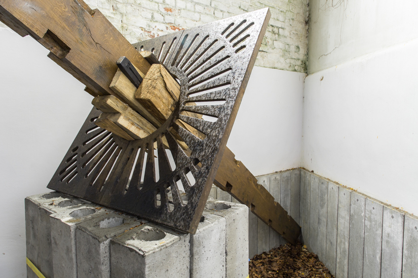 Indented, 2016, wood, concrete, metal, 500 x 300 x 100 cm