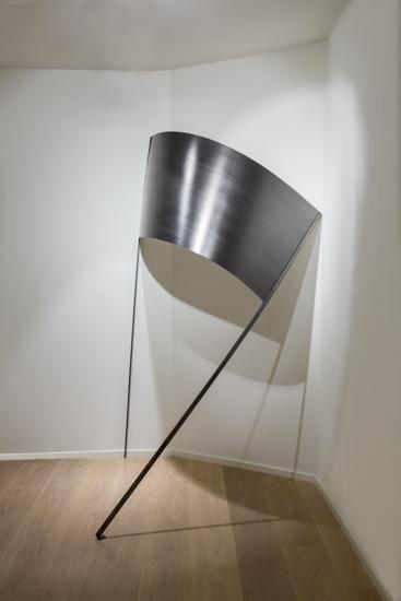 Pancarta, 2016, graphite, paper, metal hinges, 160 x 220 x 70 cm